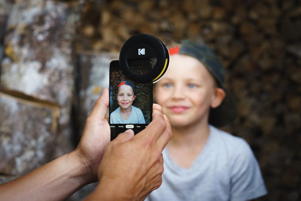 https://nataliabazilenco.com/foto/mira/uploads/2019/09/KODAK-Smartphone-portrait-light-lifestyle-1920x1280_1920X0-1024x683.jpg