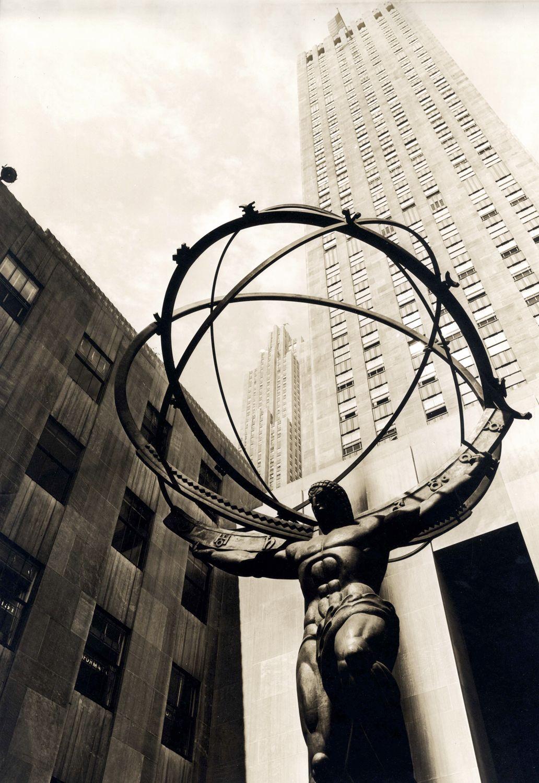Атлас, держащий небеса, 1938 (скульптура Ли Лори и Рене Пола Шамбеллана)