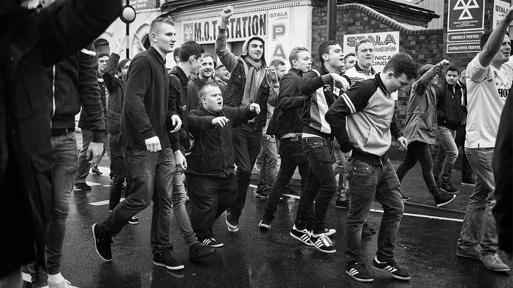 Страсть и безумие футбольных фанатов на фотографиях М.Андерсона