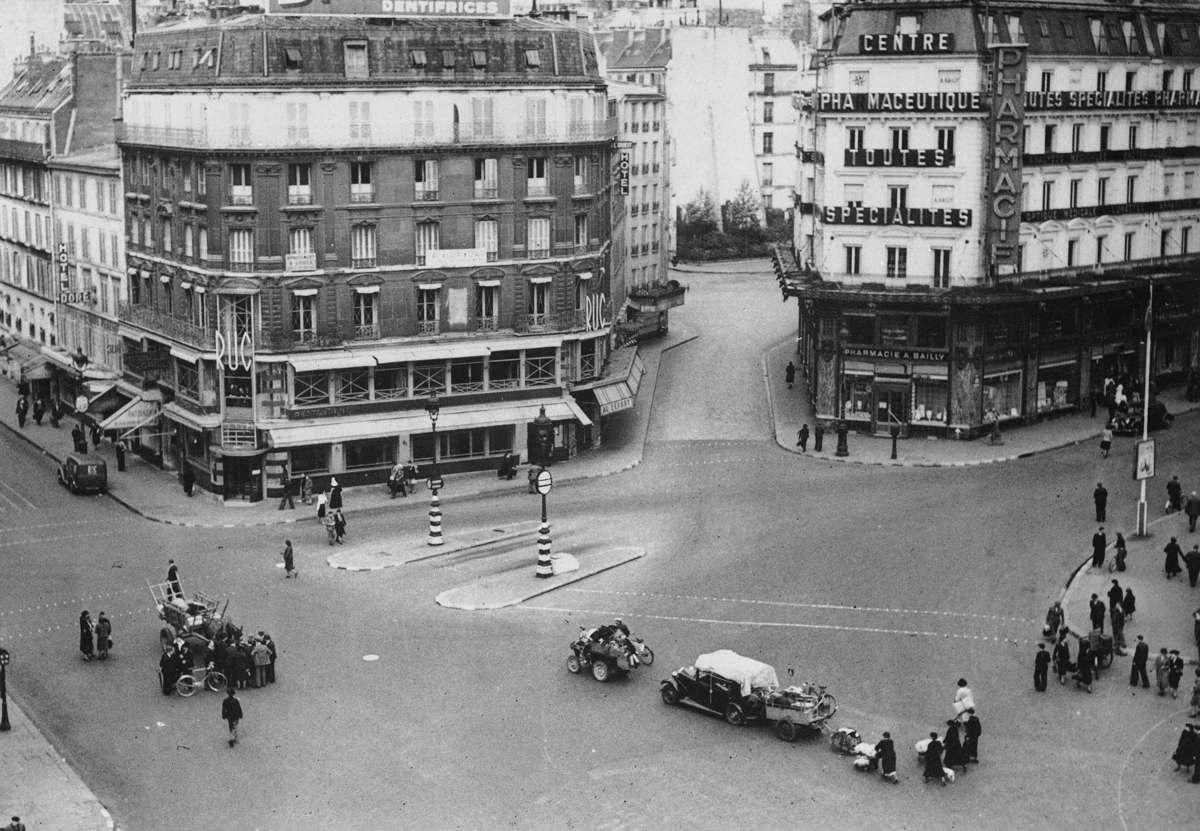 Последние выезды с Римской площади в Париже опустели от его населения, 12 и 13 июня 1940 года
