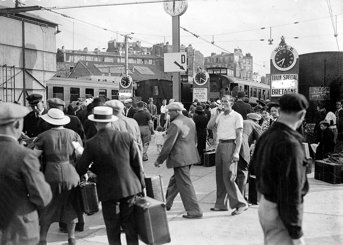 Война 1939-1945 гг. Исход. Отправление со станции Монпарнас. Париж. 1940.