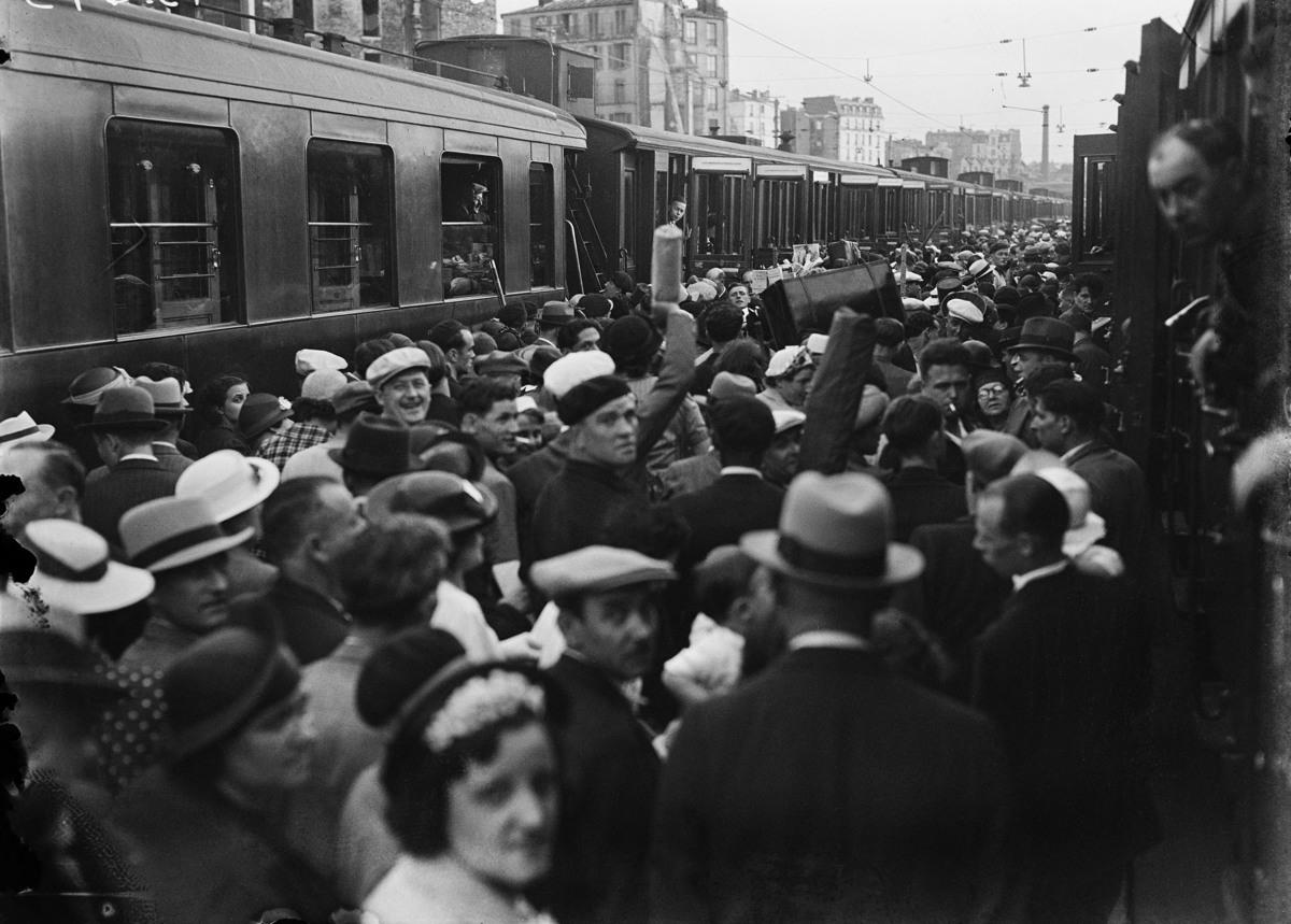 Война 1939-1945 гг. Исход. Отправление со станции Монпарнас. Париж. 1940. | Roger Viollet