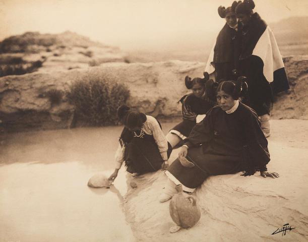 У источника, Хопи, 1906 год. © Эдвард Кертис